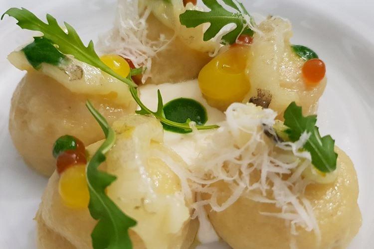 Gnocchi di verdure dell'orto partenopeo in salsa di porro, erba ostrica e rucola