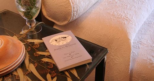 Tante storie tra le mura di un albergo raccontate per Golden Book Hotels