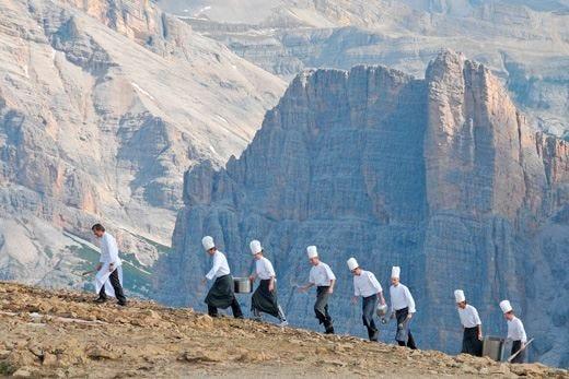 Gli itinerari estivi dell'Alta Badia incontrano la cucina di cuochi stellati