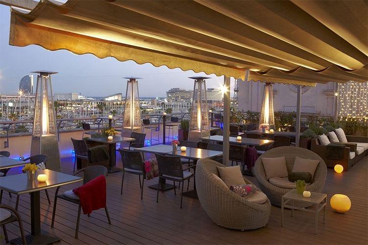 Tapas con vista mare a Barcellona In terrazza all'Hotel Duquesa de Cardona