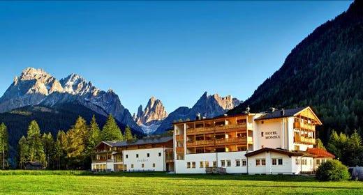 Autunno sulle dolomiti all 39 hotel monika pochi turisti for Design hotel monika