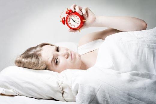 Cene leggere e poca televisione I rimedi per combattere l'insonnia