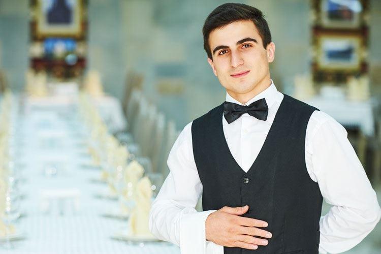 I camerieri curino di più il look Pulizia, ordine e rigore sono d'obbligo