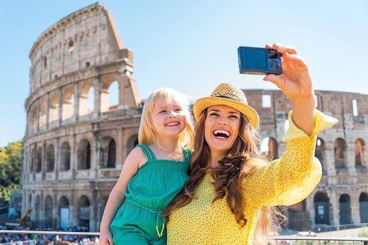 """I turisti stranieri amano l'Italia  +6,2% di voli in arrivo e +23% nel """"lusso"""""""