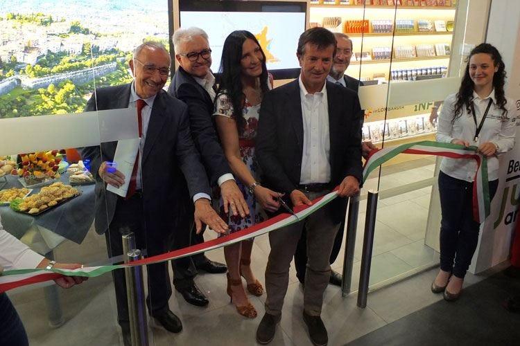 """La Lombardia spinge sul turismo """"Orio"""", il primo aeroporto con Infopoint"""