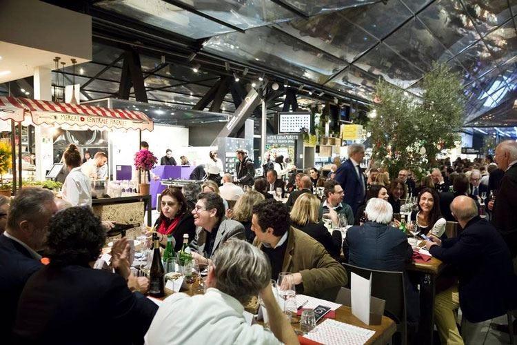 Il boom dei mercati enogastronomici Il 70% degli italiani sogna di visitarli
