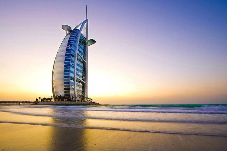 In aereo verso le ferieEmirati e Qatar i voli più puntuali