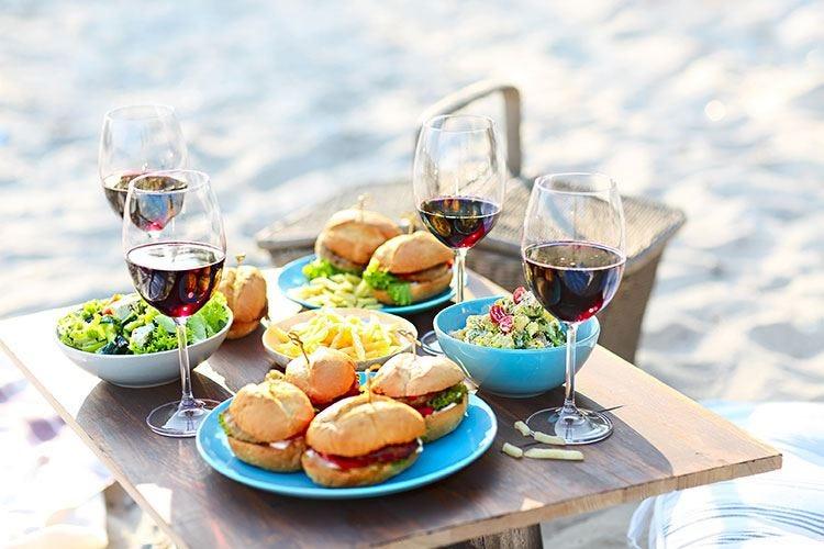 """In spiaggia vince il pranzo al sacco Menu light, """"insalatone"""" al top"""