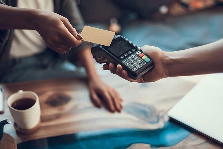 Incentivare l'uso delle carte per pagare, tutti, meno tasse