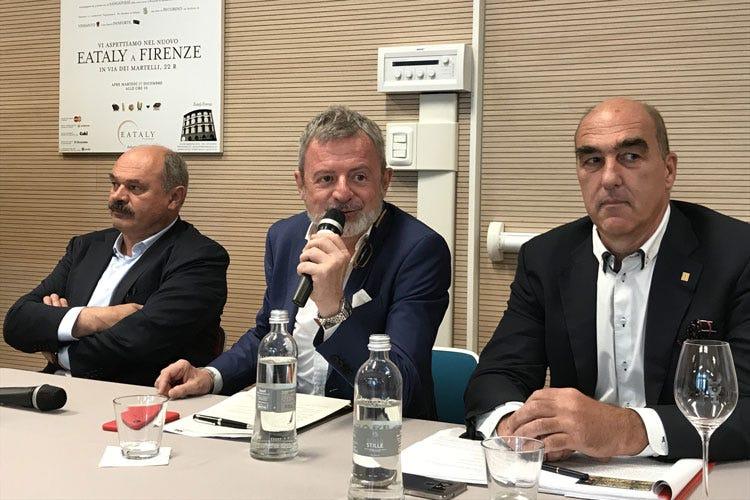 Oscar Farinetti, Alberto Lupini e Helmuth Köcher (L'Italia deve sfruttare le sue eccellenze Cibo, vino e ospitalità i punti di forza)