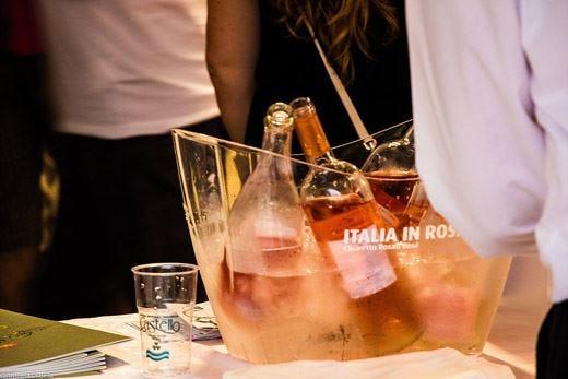 """A Moniga torna """"Italia in Rosa"""" 131 cantine e 170 rosé in mostra"""