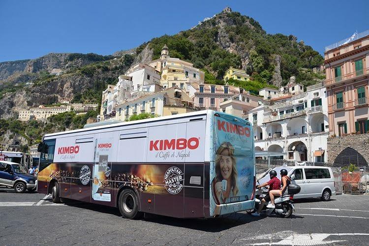 Kimbo viaggia in autobus tra le perle della Campania