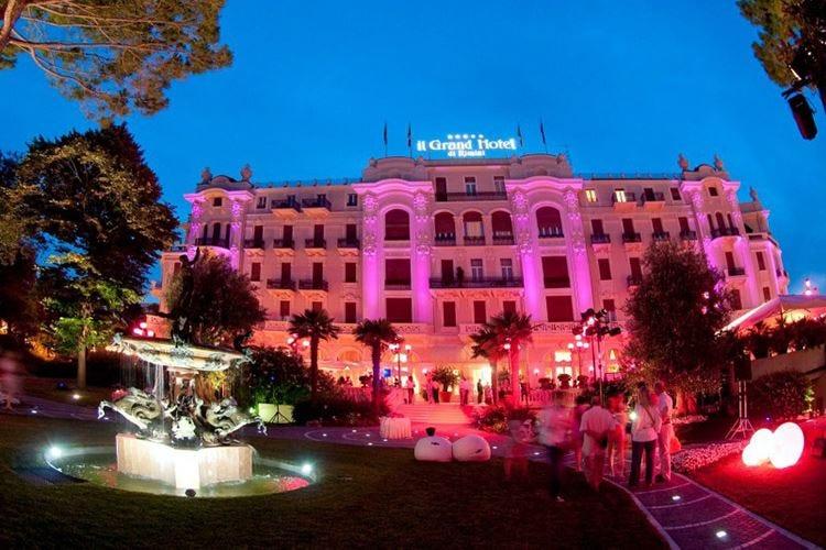 La Notte Rosa firmata Select Hotels tra cene e bollicine a ritmo di musica