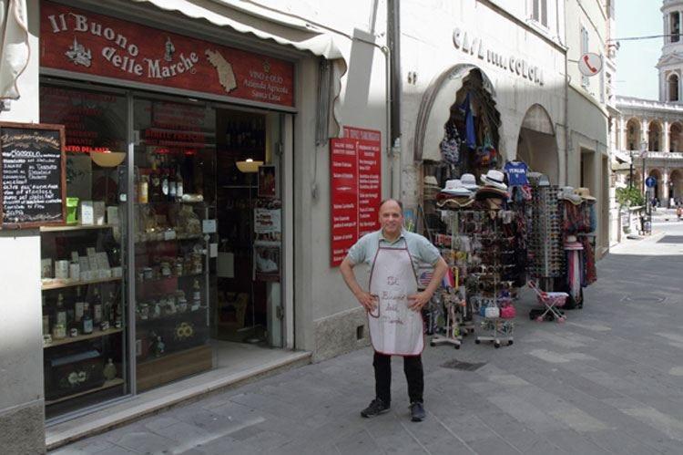 Loreto, in centro Il Buono delle Marche Prodotti locali con un tocco di magia