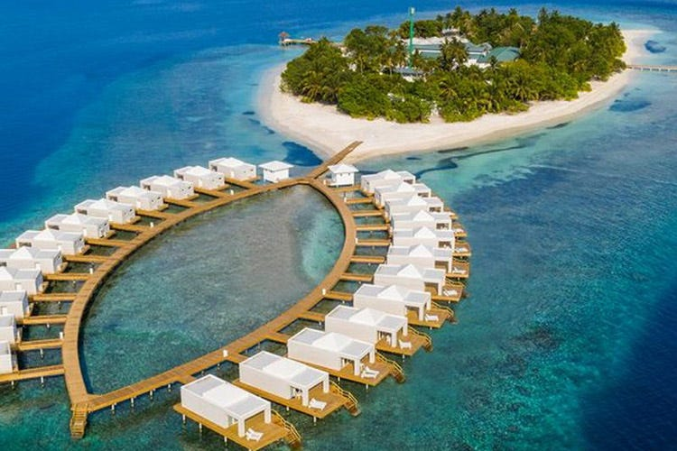Una suggestiva veduta aerea del resort (Maldive all inclusiveal Sandies Bathala Resort)