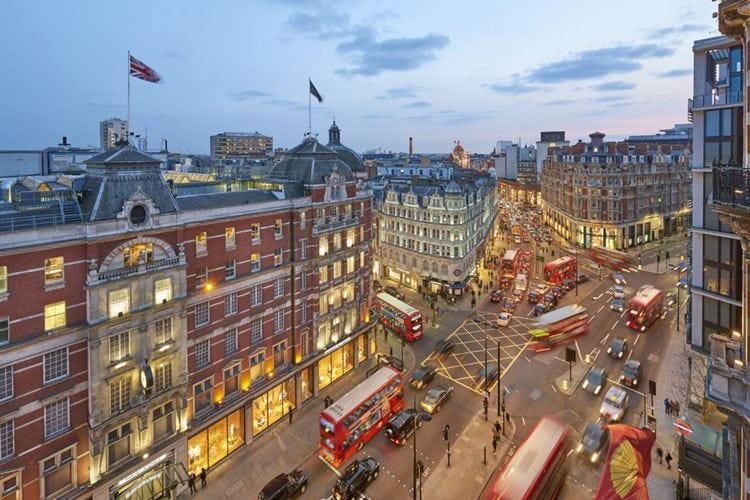 Mandarin Oriental, Londra New look per reception e lobby lounge