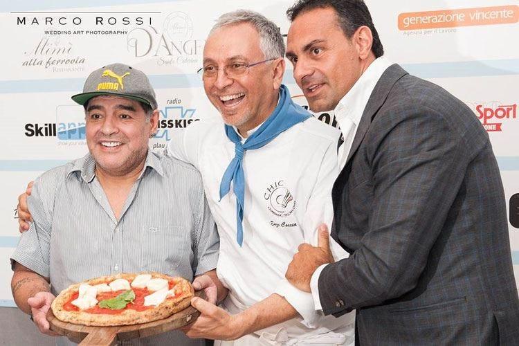 Maradona cittadino onorario di Napoli Coccia gli dedica una Margherita ad hoc