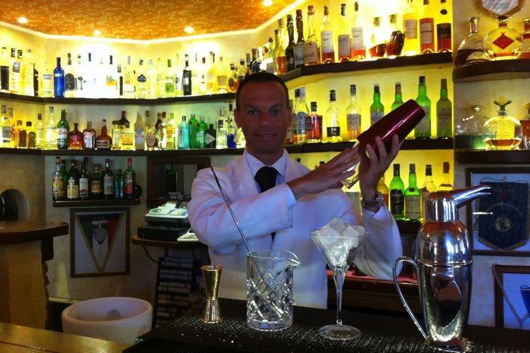 Giovarruscio, una vita dietro il bancone Nei cocktail l'amore per la professione
