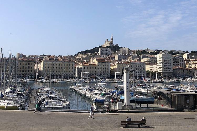 """Marsiglia, crocevia di turisti La città non più solo """"di passaggio"""""""
