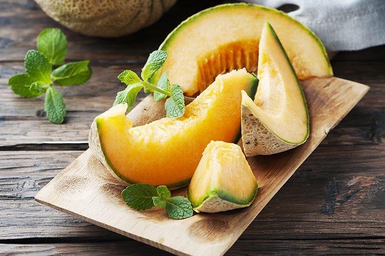 Il melone, dissetante e anti-età aiuta a mantenere l'abbronzatura