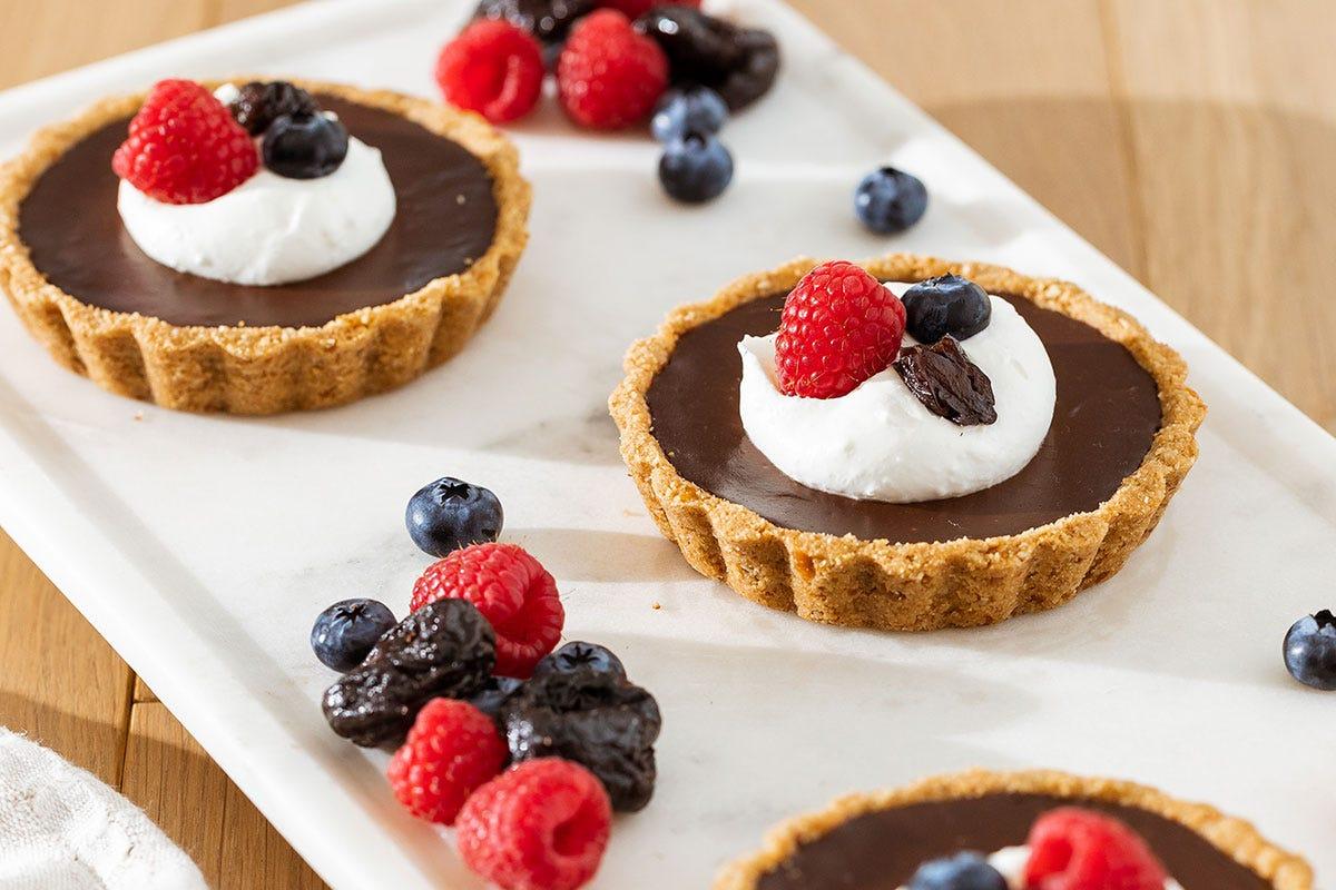 Torta al cioccolato e Prugne della California Menu con Prugne della California per una cucina gustosa e salutare
