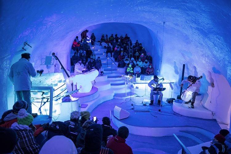 Musica e teatro sul ghiacciaio Presena
