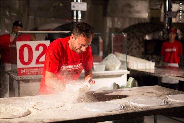 Cibo, spettacoli e competizioni al Napoli Pizza Village 2016
