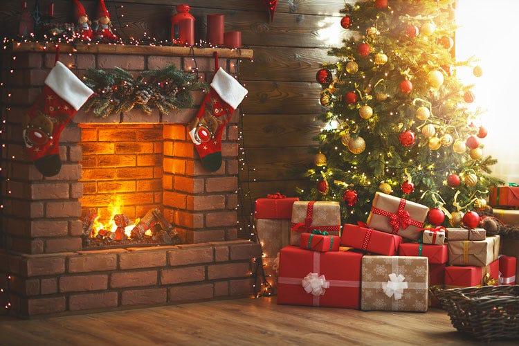 Albero Di Natale Regali.Natale 541 Euro Di Spese Per Le Famiglie Sotto L Albero Regali Enogastronomici Italia A Tavola