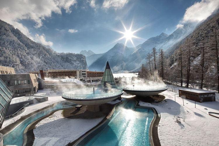 Le vasche termali di Aqua Dome Neve e benessere ai piedi del Rettenbach
