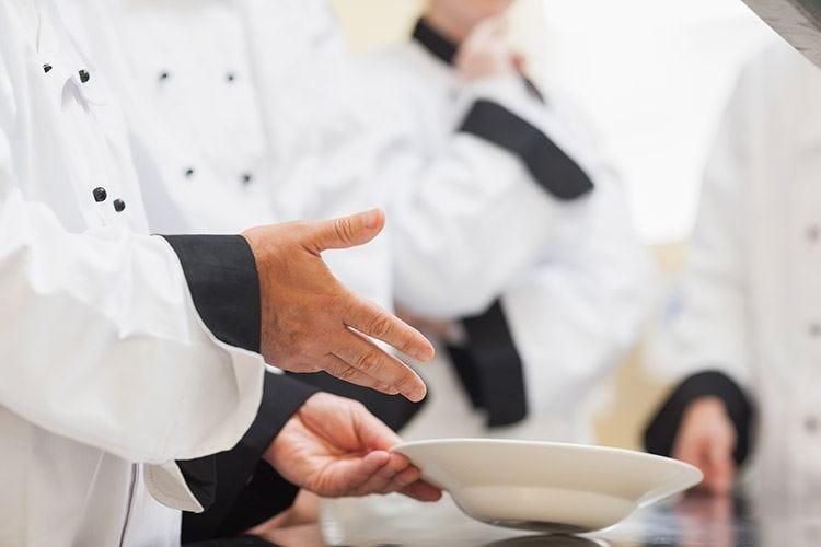 Niente scorciatoie in cucina Sì alla laurea, non senza gavetta