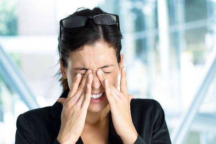 Occhi rossi, un problema con tante cause Salviette oculari prima di una diagnosi