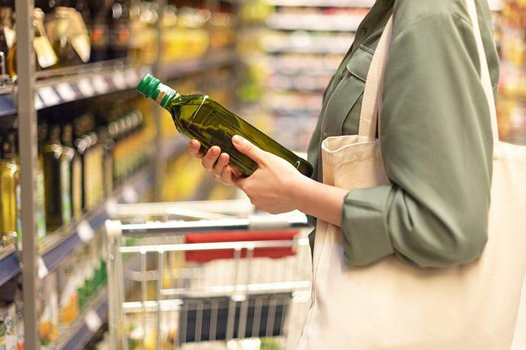 9 famiglie su 10 consumano olio extravergine d'oliva tutti i giorni - Olio, crisi nei ristoranti chiusi ma boom a casa e online