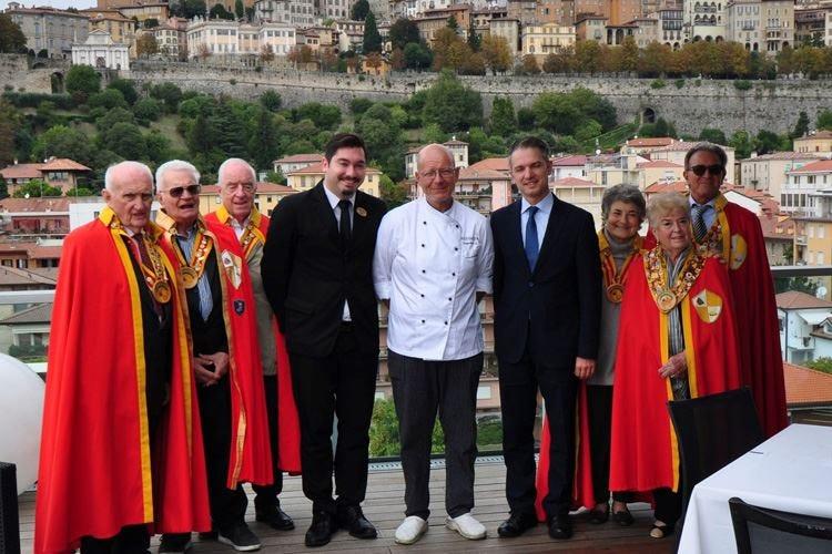 Ordine dei Cavalieri della Polenta A Bergamo le confraternite dell'Alta Italia