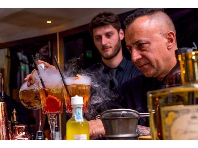 All'Otel Varietè show dei barman  Gusto, colore e passione nei cocktail