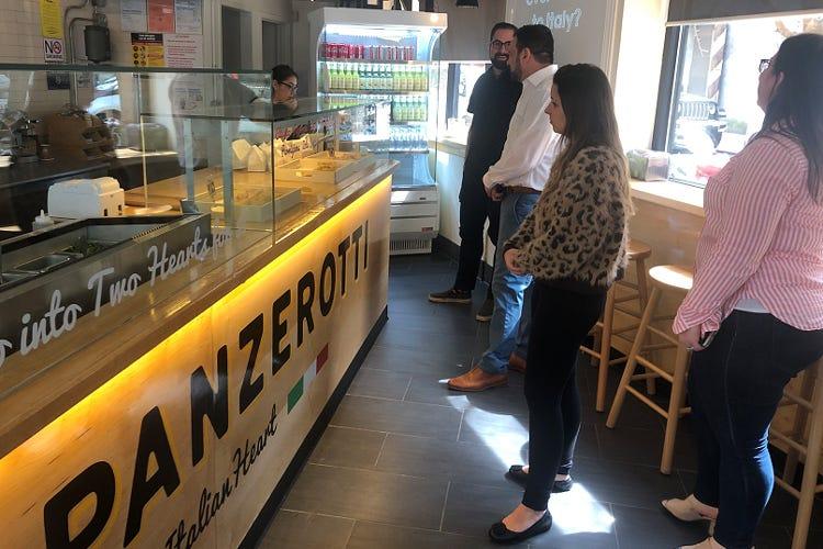 Panzerotti benefici a New York Raccolti fondi per i bimbi malutriti