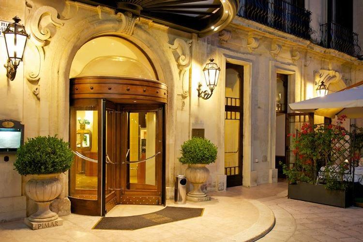 Patria Palace, 5 stelle nel cuore di Lecce 67 camere dal gusto classico