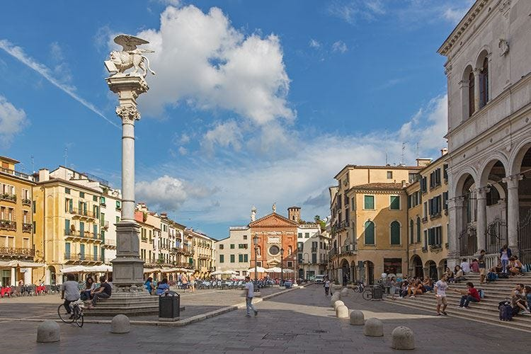 A Padova piazza dei Signori sarà totalmente senza plastica