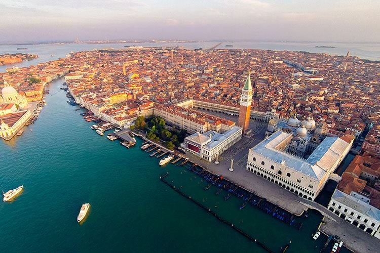 Più che l'acqua potè la fake news A Venezia affonda solo il turismo
