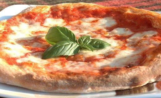 La pizza come simbolo d'identità italiana Stop agli ingredienti non autentici