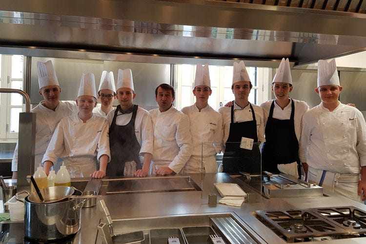 Premio iat giovani in prima linea studenti di scuole in cucina