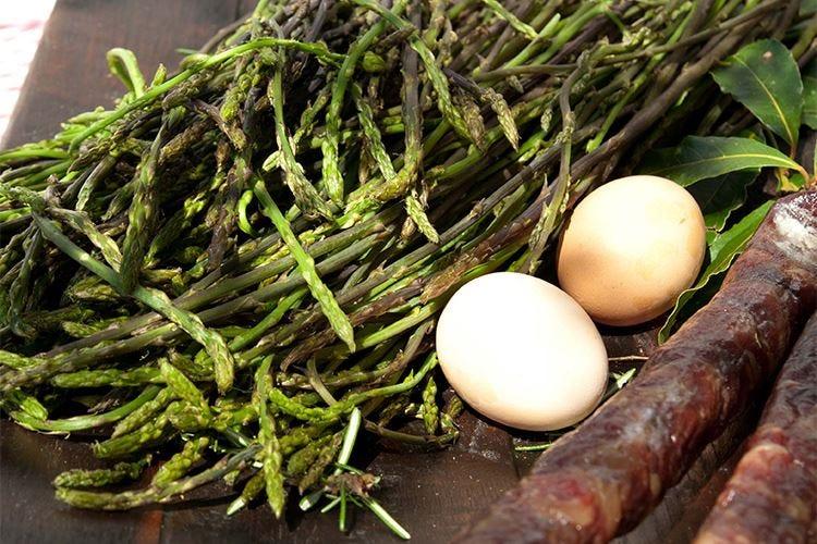 Primavera, passeggiate e buona cucina durante le Giornate dell'asparago istriano