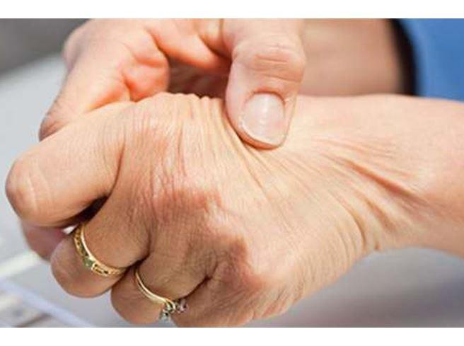 Reumatismi, monitorare dolore e rigidità Per combatterli, sì agli antidolorifici