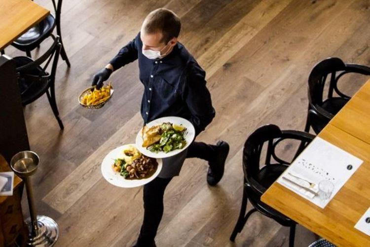 Paura e confusione, solo il 13,3% è già pronto a tornare al ristorante