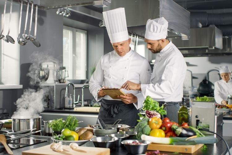 Ristoratore, il 2019 è l'anno della svolta La tecnologia entri in sala e in cucina