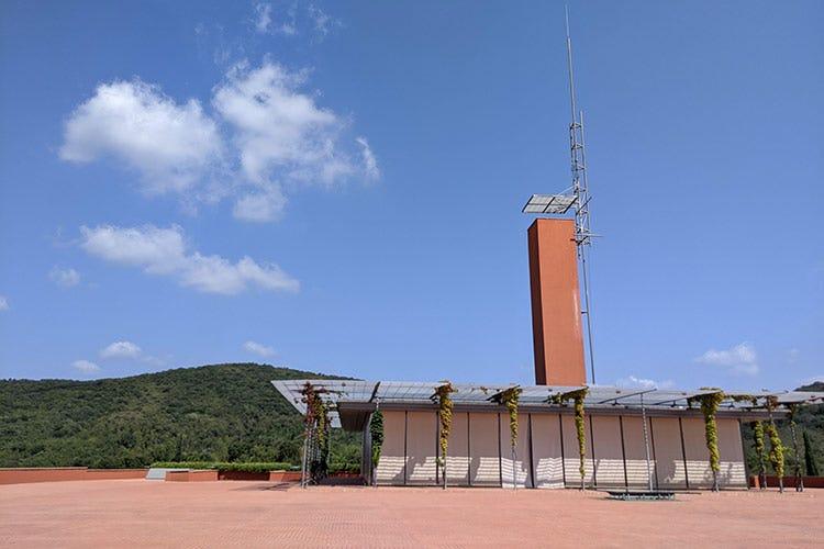 Una sorta di cubo color ramato, la cantina secondo Renzo Piano - Rocca di Frassinello, tour virtuale fra vini minerali e accoglienza