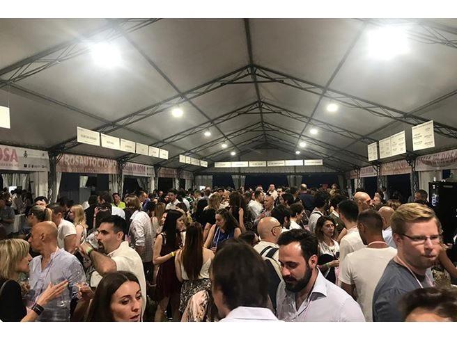 """""""Rosa"""", il vino nuovo dell'Italia  I 6 consorzi parlano la stessa lingua"""