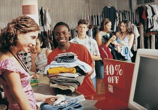 Saldi alle porte in tutta Italia Prevista una spesa di 150 euro a persona
