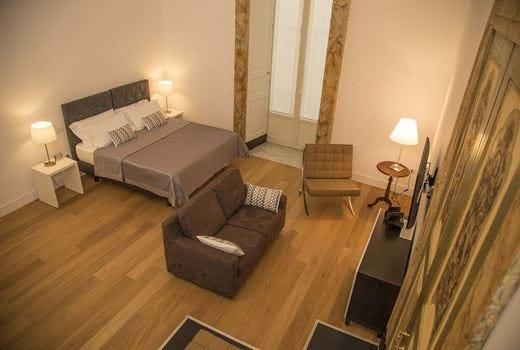 Ambiente classico e design moderno al Santa Chiara Boutique Hotel di Napoli