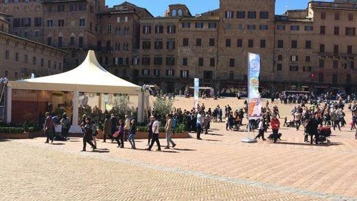"""Siena, palcoscenico della cultura toscana Show cooking, mercati e """"cene in casa"""""""