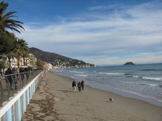 Matrimonio Spiaggia Alassio : Alassio la città degli innamorati in allarme per il calo